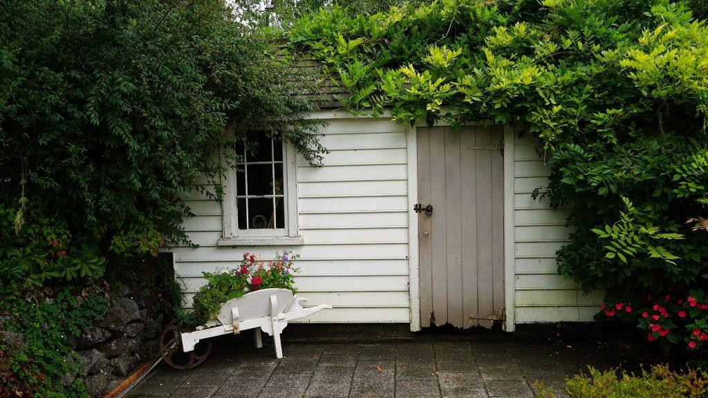 Quoi penser avant d installer un abri de jardin tendance travaux le bl - Comment installer un abri de jardin ...