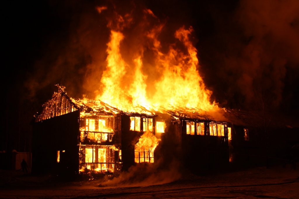 Vid o epreuve du feu maison parpaing m tal pvc for Au feu les pompiers la maison